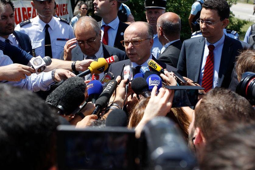 Bernard Cazeneuve, Ministre de l'Intérieur, à Saint-Quentin-Fallavier après l'attentat