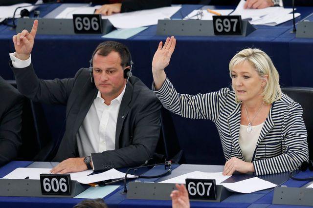 Louis Aliot et Marine Le Pen au Parlement européen