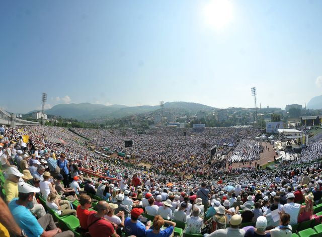Messe dans le stade de Sarajevo