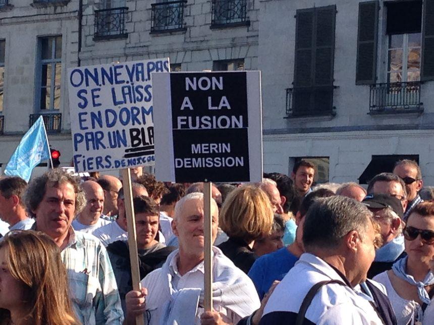 Manifestation contre la fusion Aviron Bayonnais - Biarritz Olympique à Bayonne