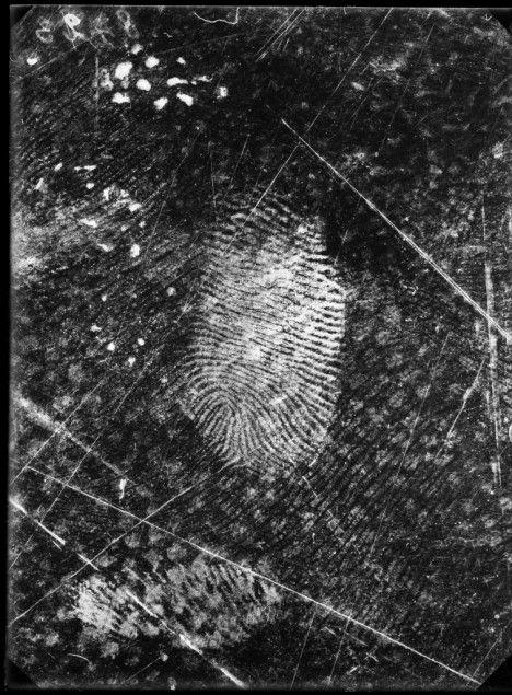 empreinte digitale sur une toile cirée, Rodolphe Reiss, 1915