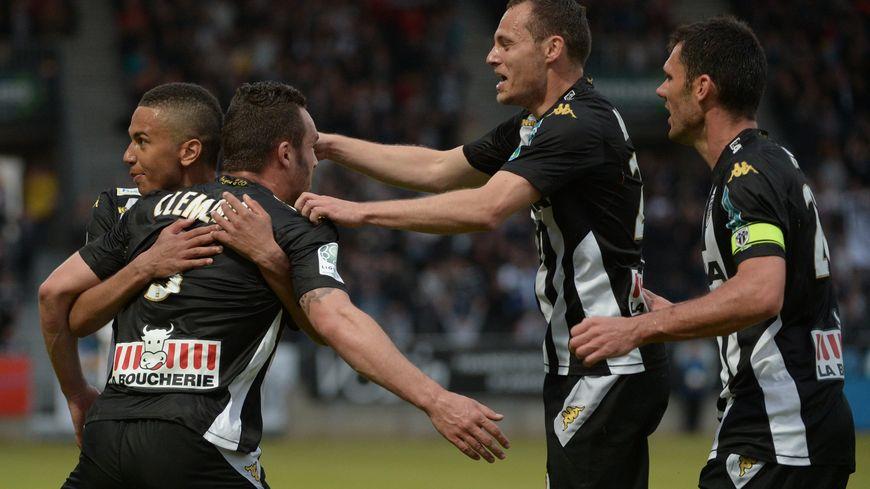 Sco Angers Calendrier.Ligue 1 Le Calendrier Des Matches 2015 2016 D Angers