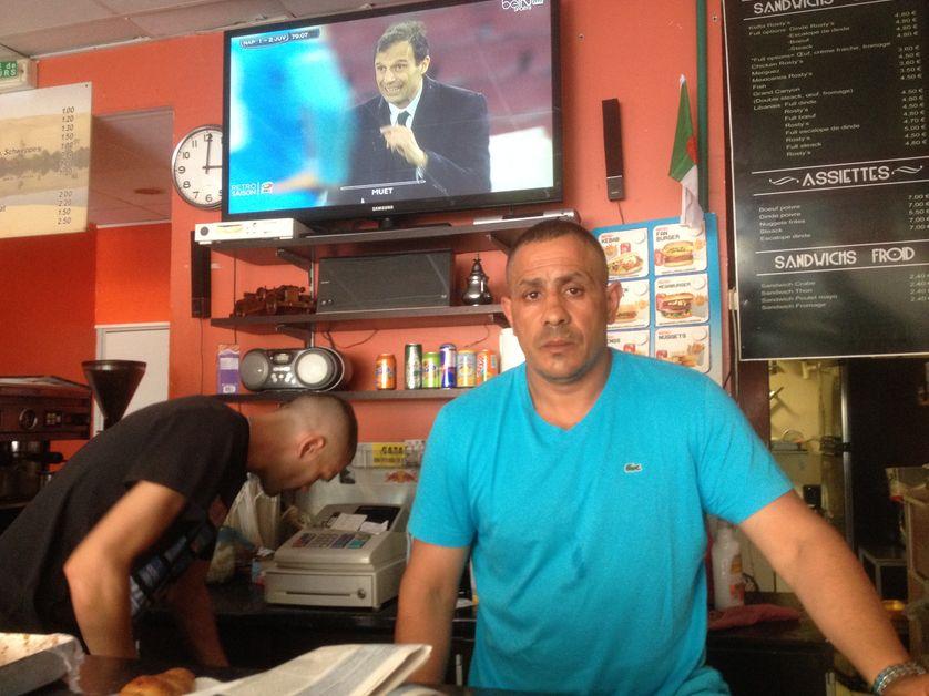 Karim, patron du bar du quartier