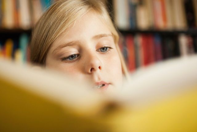 Illustration enfant qui lit