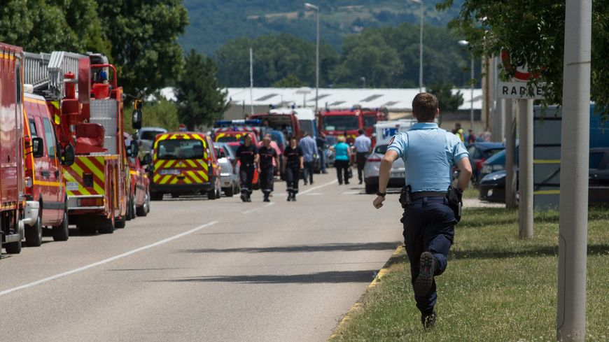 Quelques minutes après l'attentat de Saint-Quentin-Fallavier, vers le site Air Products.