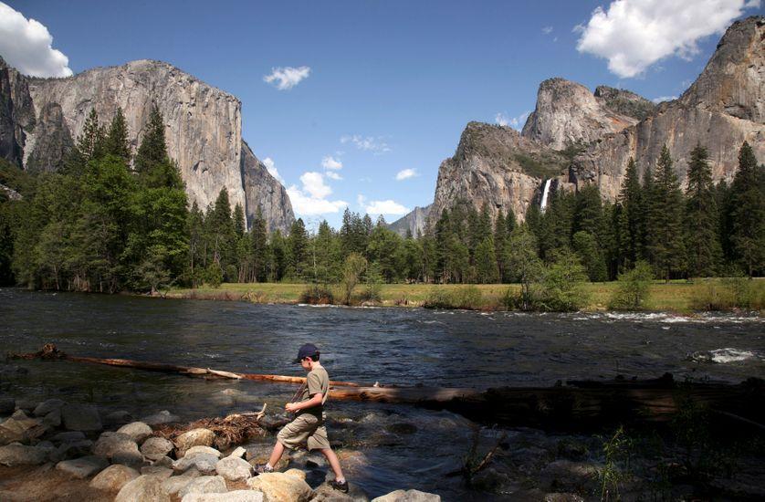 Yosemite Park, E-U, selon John de Graaf* les américains n'y passent plus que 8h par an contre 2 jours la décennie passée......