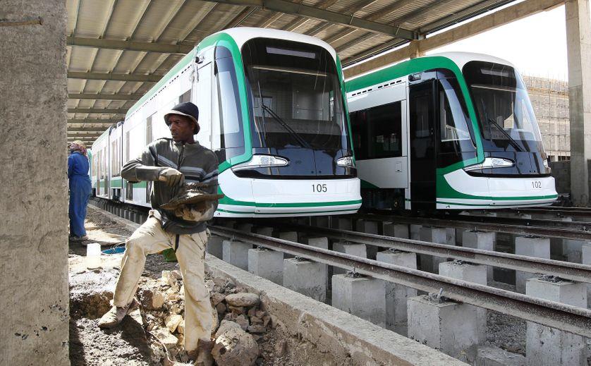 Construction d'une ligne de tramway à Addis-Abeda, Ethiopie, par la China Railway Engineering Corporation (CREC)