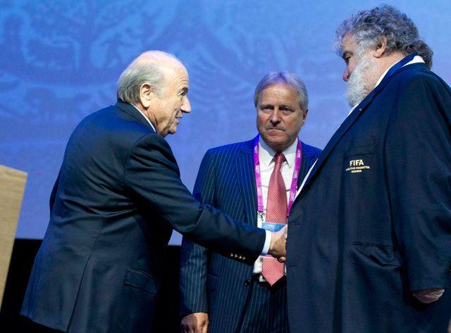 Le président démissionnaire de la Fifa, Sepp Blatter, et l'ex-cadre Chuck Blazer (à droite).