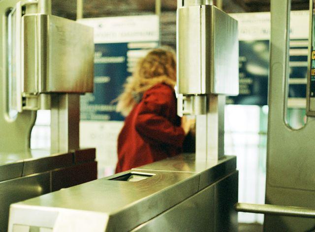 Le gouvernement prend 12 engagements contre le harcèlement des femmes.