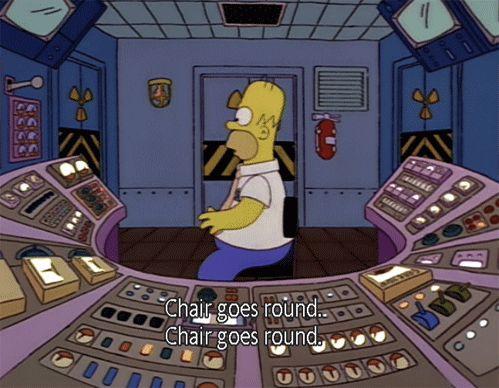 """""""La chaise tourne, la chaise tourne"""" : Homer Simpson au travail"""