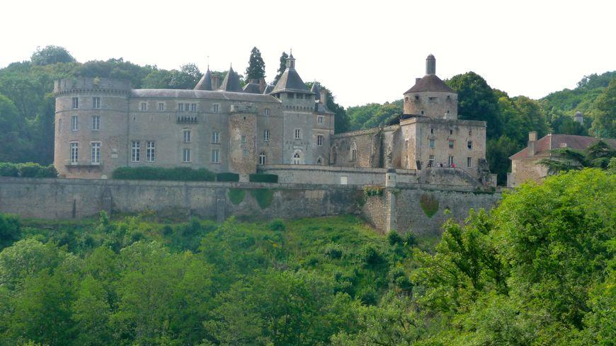 Le château de Chastellux, majestueux, surplombe la Cure. Yonne