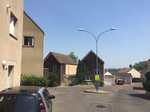 Les Vignes Blanches, à Jouy-le-Moutier - Architecte : Lucien Kroll