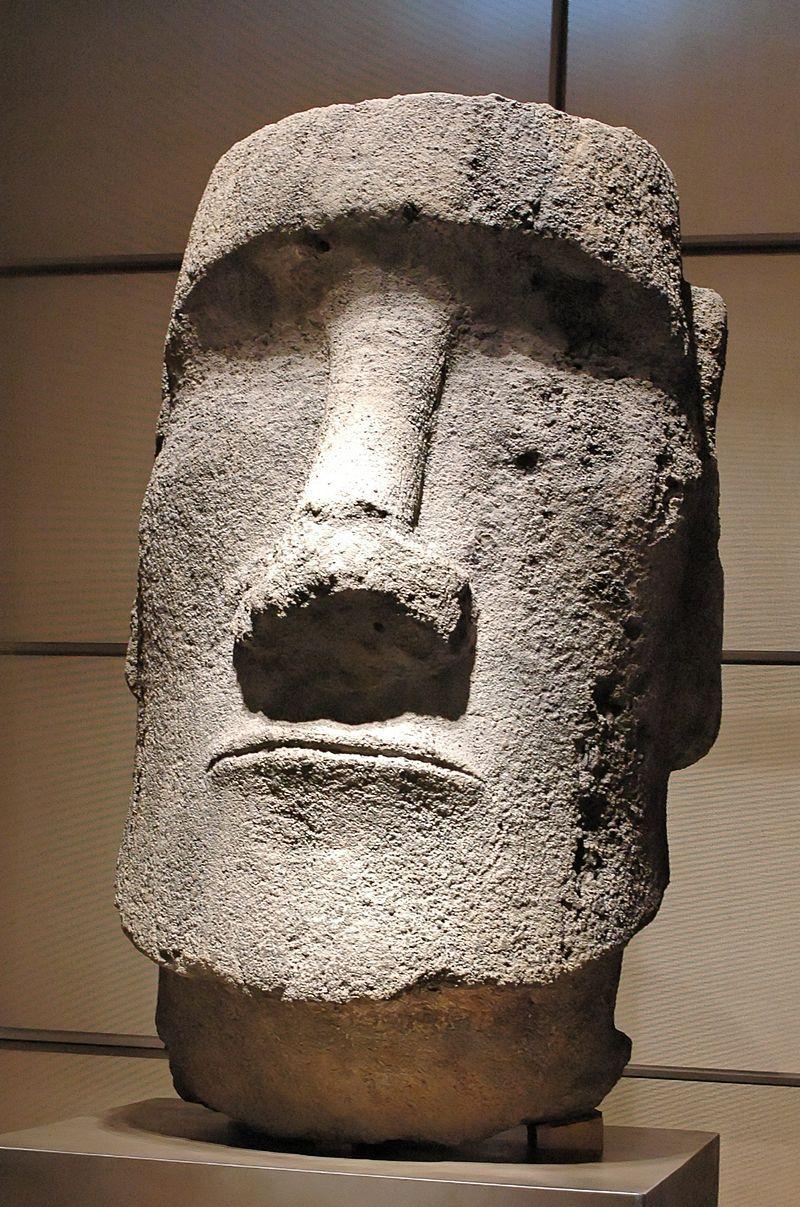 Tête monumentale de Moai. Sculpture de l'île de Pâques
