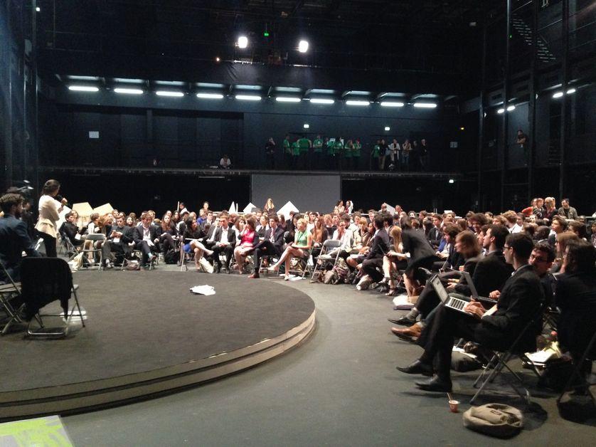 """Projet """"Make it work"""" : Simulation de négociation climatique avec Bruno Latour au théâtre des Amandiers"""