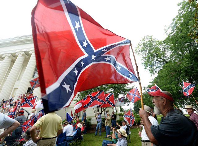 La Caroline du Sud abaisse le drapeau des confédérés
