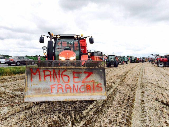 Le 20/07/2015 Les agriculteurs bloquent le Mont Saint Michel pour protester contre la faiblesse des prix de leurs productions...