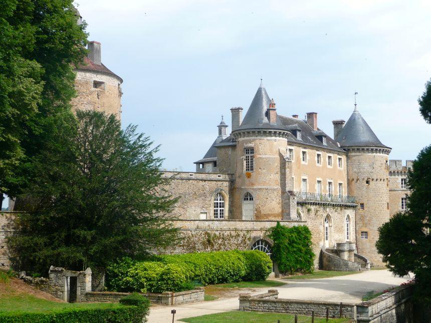 Chastellux : un château de 64 pièces et un parc de 20 hectares. Yonne