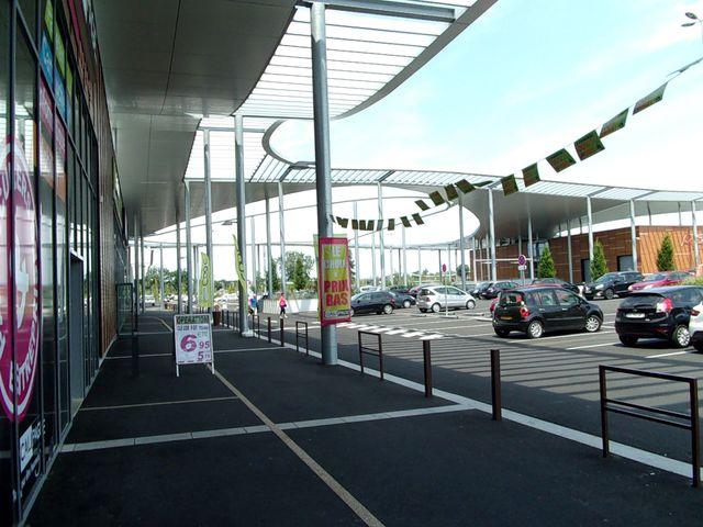 A saint pierre du mont l 39 architecture des centres for Centre commercial grand tour sainte eulalie