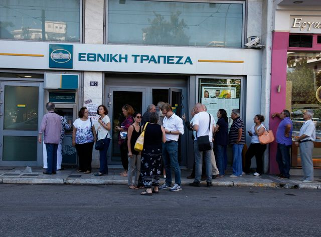 File d'attente devant une banque grecque