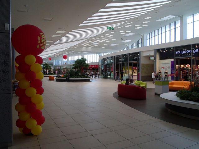 Centre commercial Le Grand Moun, à St-Pierre-du-Mont - Architecte : Marraud Architecture