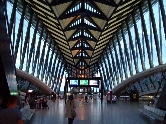 Gare TGV Lyon-Saint-Exupéry - Architectes : Santiago Calatrava