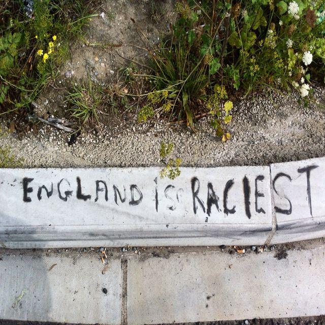 """""""England is racist"""" sur la jungle de Calais"""