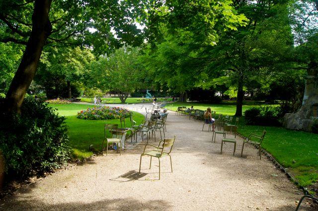 Chaises et fauteuils Fermob au Luxembourg