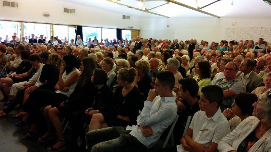 Une foule impressionnante s'est amassée dans la salle Simone de Beauvoir
