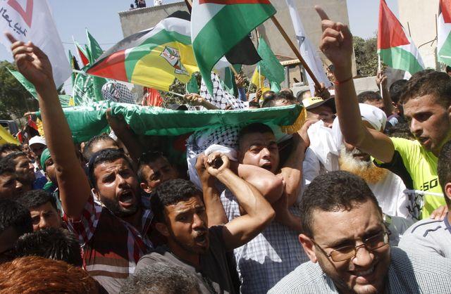 A Douma, les obsèques de Saad Dawabsheh mort, comme son bébé mort des suites de l'ncendie de leur maison par des extrémistes