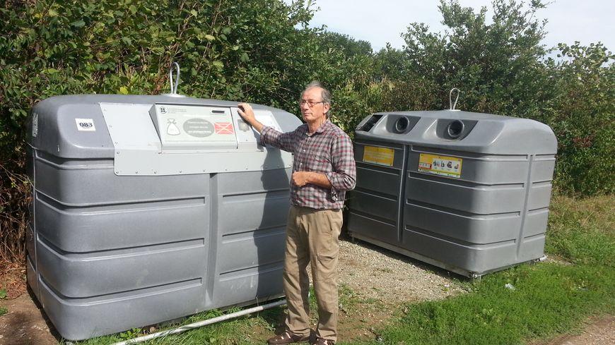 """Marc Blachère, président du collectif d'usagers: """"il faut parfois faire des km pour déposer ses ordures dans les conteneurs"""""""