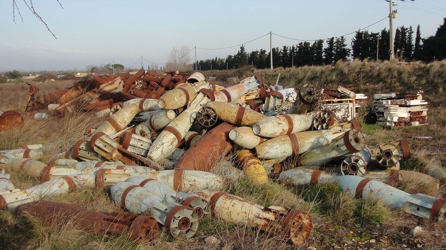 De vieux obus abandonnés à Saint-Martin-de-Crau