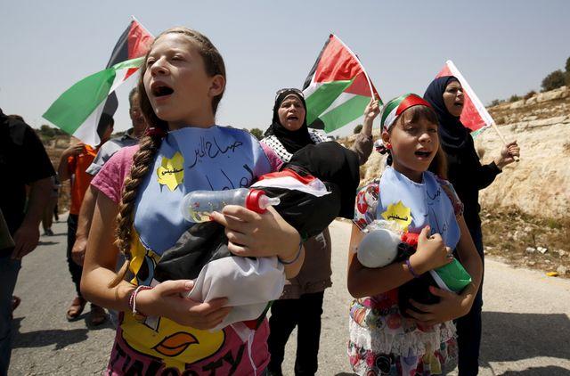 Manifestations après la mort d'un bébé, brulé dans l'incendie de sa maison par des extrémistes israëliens