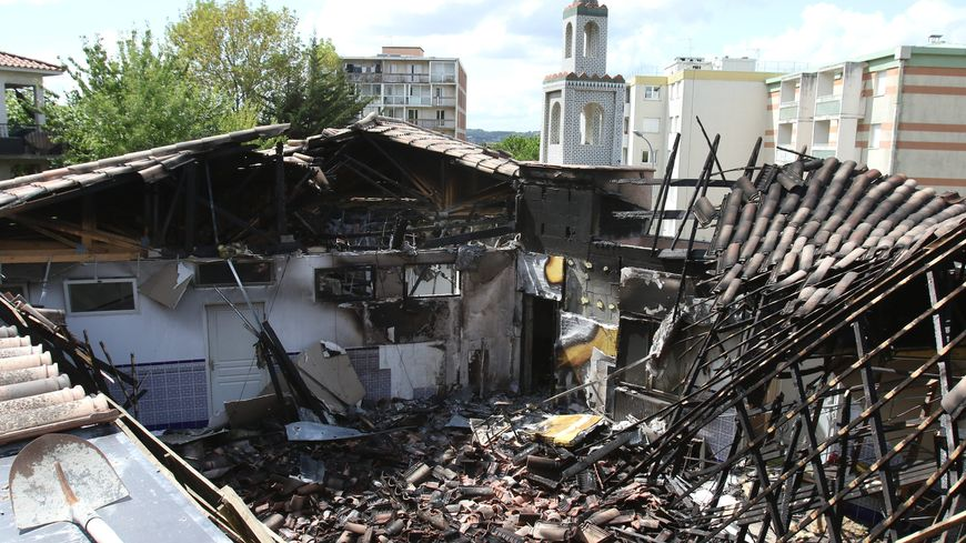 La mosquée incendiée, à Auch