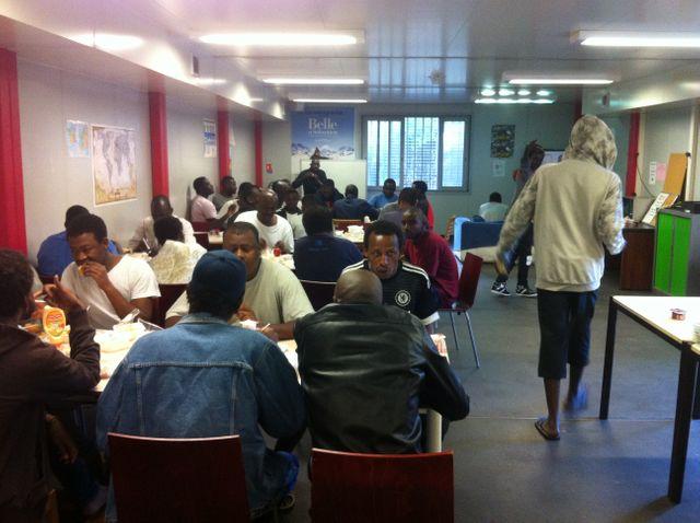 Dîner des migrants au centre Emmaüs de Vincennes
