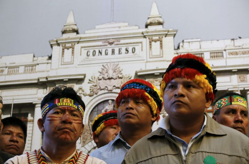 Les chefs des communautés indigènes d'Amazonie manifestent à Lima, en Bolivie, contre les projets d'exploitation d'hydrocarbures