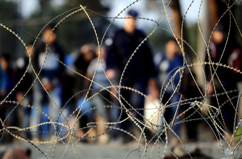 Clôture de fils barbelés à la frontière entre la Macédoine et la Grèce, 1er septembre 2015