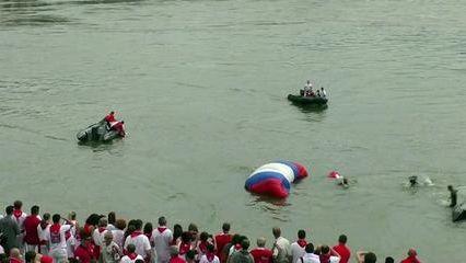 VIDEO, le 1er RPIMA saute sur Bayonne à l'occasion des Fêtes