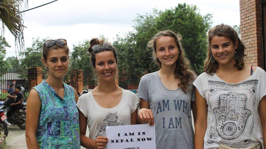 Camille, Julie, Agathe et Diane viennent de passer un mois au Népal
