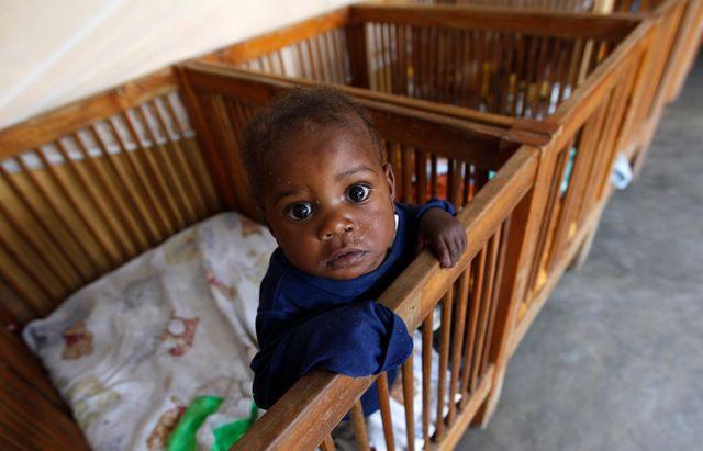 Un enfant abandonné dans un orphélinat de la République démocratique du Congo