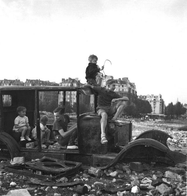 La voiture qui a fondu - Robert Doisneau - 1944