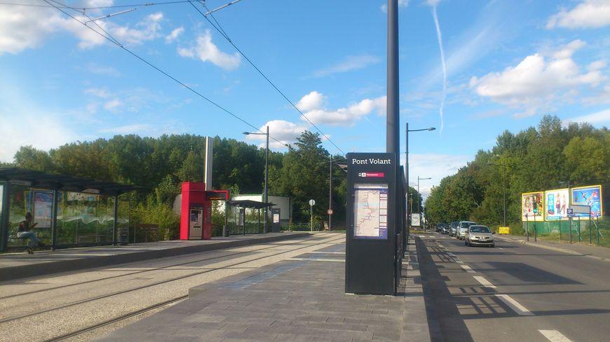"""Cela fait plusieurs semaines que les tramways ne passent plus à l'arrêt """"pont volant"""" au Sud du Cher."""