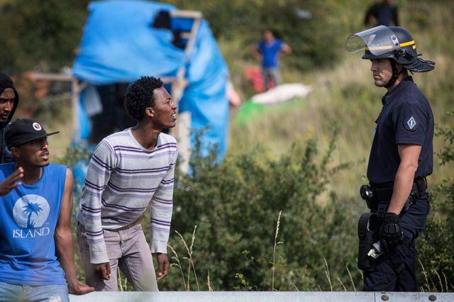 La police face aux migrants à Calais