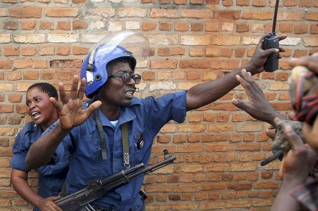 Visa pour l'image 2015 N°9 - GORAN TOMASEVIC : Burundi  : 3 fois non