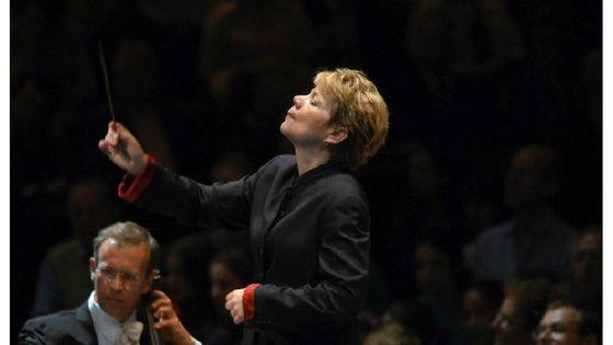 Marin Alsop dirige l'orchestre de Baltimore