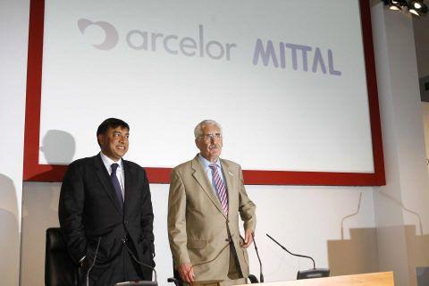 Les pdg de Mittal et Arcelor, au Luxembourg 26 juin 2006