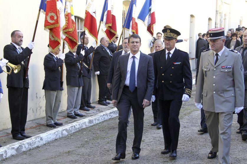 Le Premier Ministre Manuel Valls suivi du Préfet de Corse Patrick Strzoda, novembre 2012