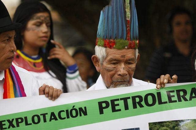 Des représentants de la tribu indigène équatorienne Kichwa de Sarayacu