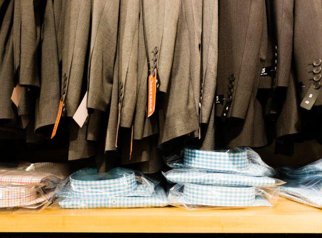Vestes et chemises pour homme.