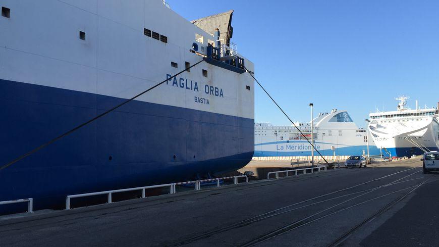 SNCM et CMN à quai à Marseille