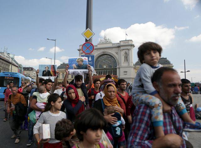 Environ 300 migrants ont fui leur centre de rétention pour tenter de rejoindre l'Autriche ou l'Allemagne